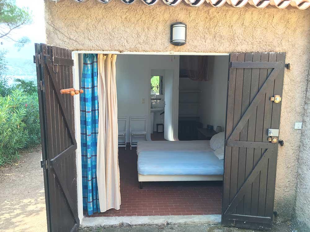 corse ajaccio golfe de lava location villa maison vue terrasse mer chambre extérieure salle de bain wc placard
